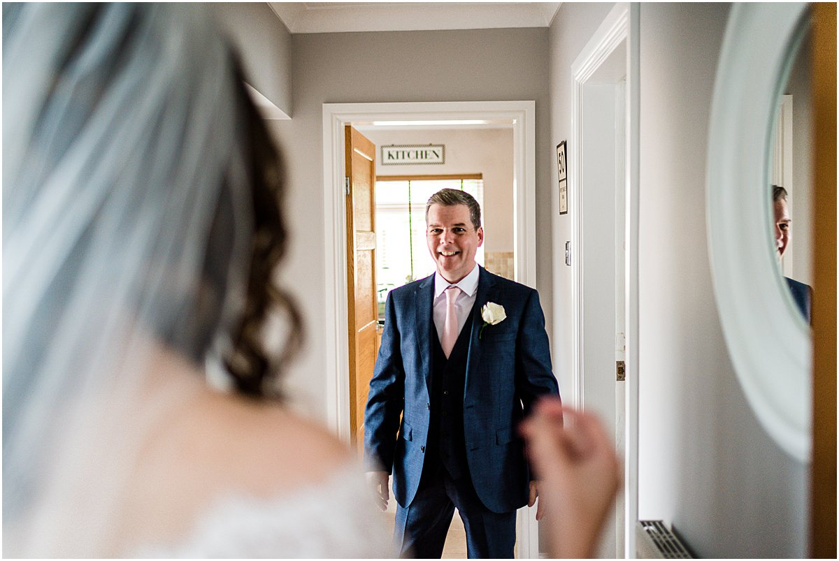 bride see's dad for first time