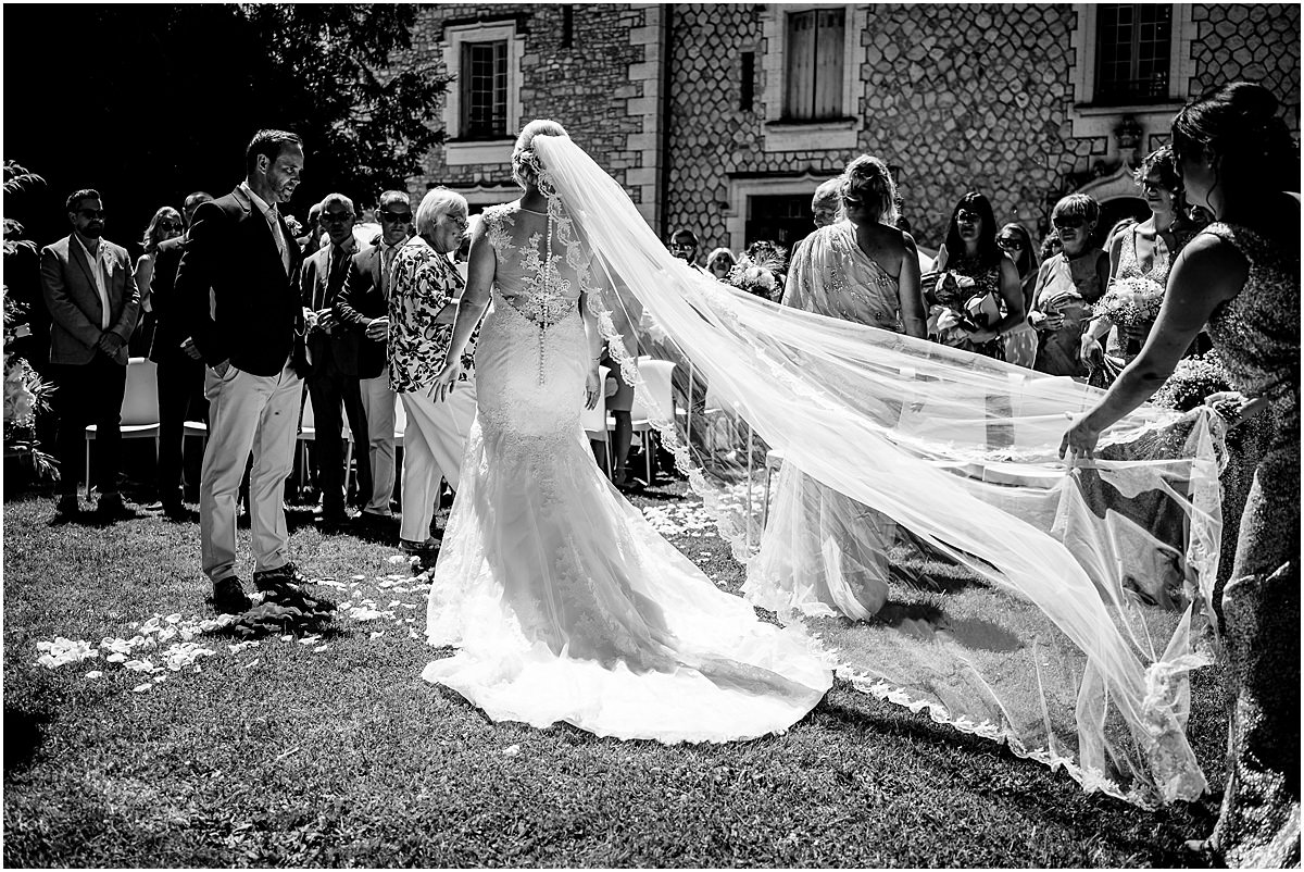 wedding ceremony at Chateau de la Couronne