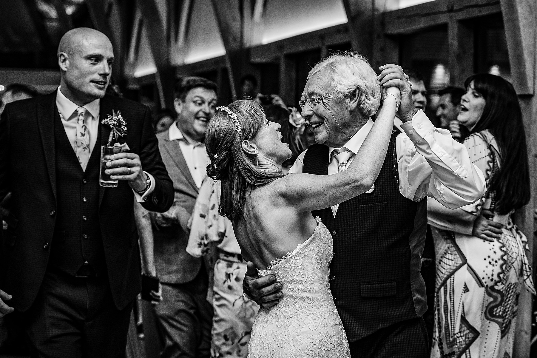 bride adances with dad