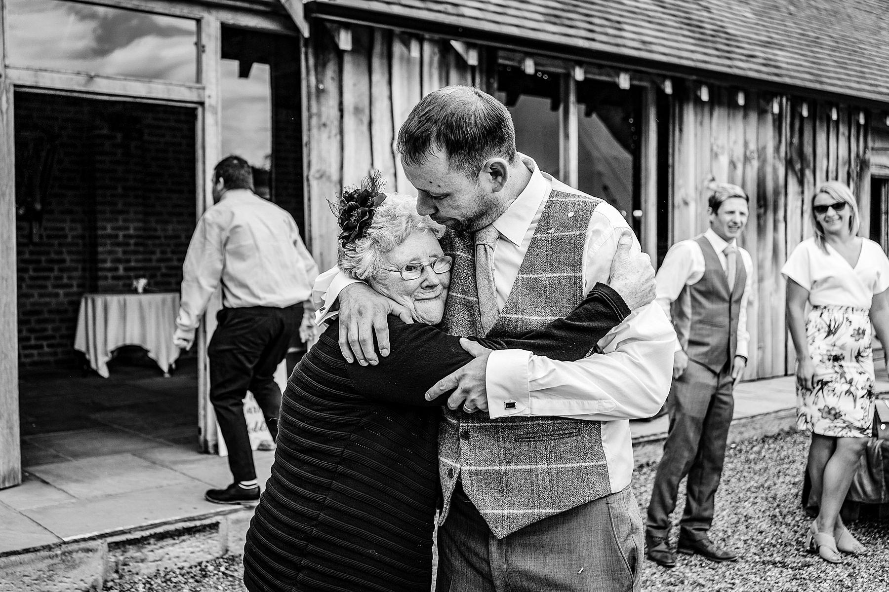 groom and nan