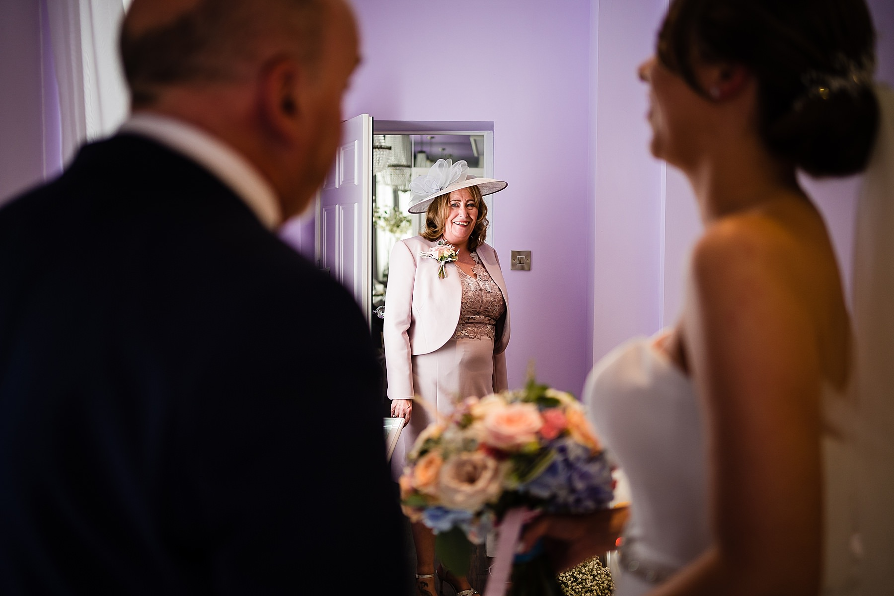 mum sees bride in the dress for the first time