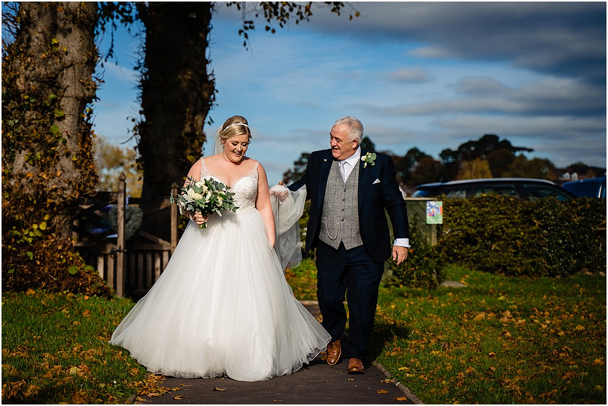 bride and dad arrive at church